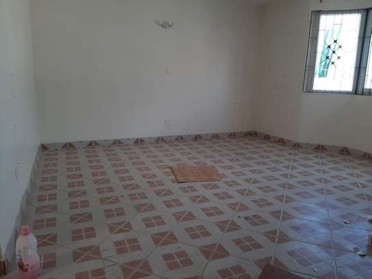 4 bedroom townhouse for rent in Nyali Area image 7