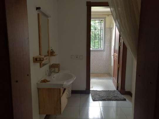 5 bedroom villa for rent in Karen image 4