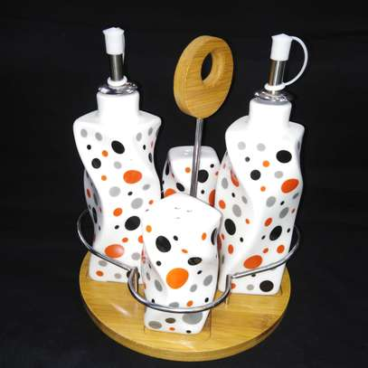Salt/pepper shaker and oil/sauce dispenser