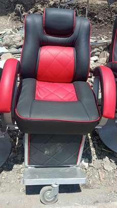 Kinyozi seats