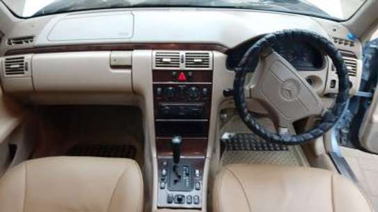 1993 Mercedes-Benz E200 KAS auto petrol drives smooth Mint image 10