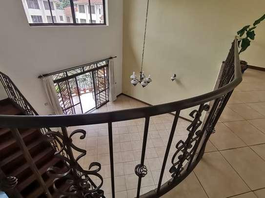 Excellent 4 bedroom duplex apartment all ensuite with dsq image 13