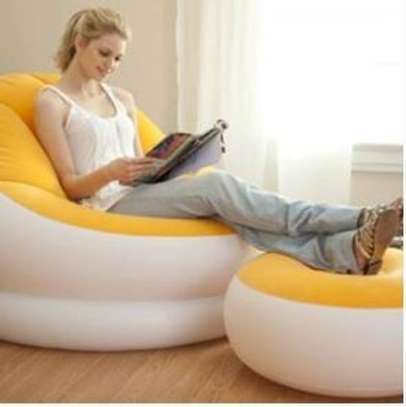 inflatable seat with foot rest image 1