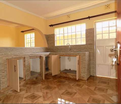 SPACIOUS 2 BEDROOM AT DONHOLM image 4