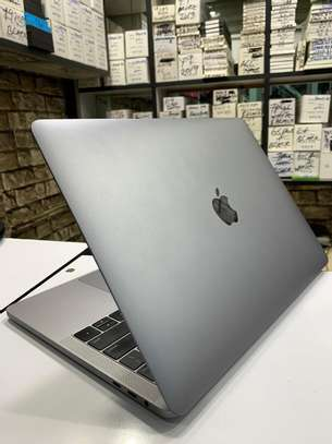 Macbook Pro Touchbar 2018 i7/16gb/256gb image 3