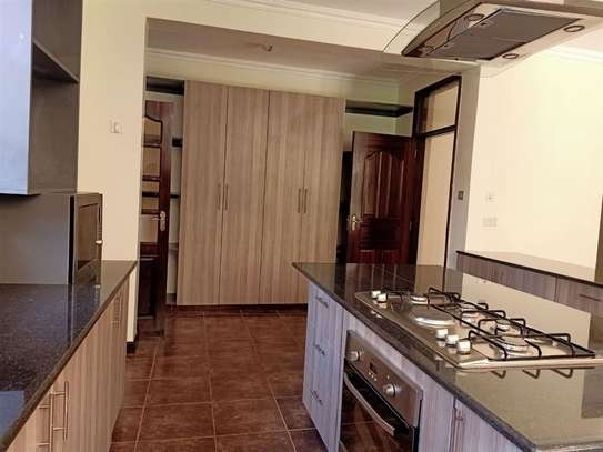 4 bedroom house for rent in Rosslyn image 5