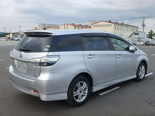 Toyota Wish image 7