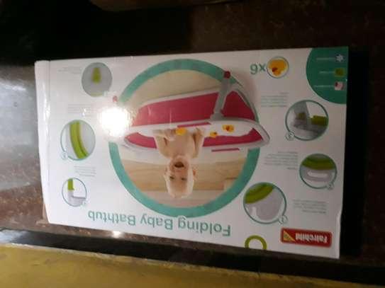 Folding baby bathtub with 6 duck toys image 2