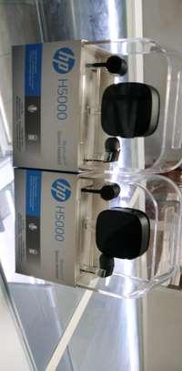 HP Bluetooth earphone image 2