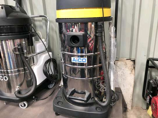 Commercial wet and dry vacuum cleaner image 1