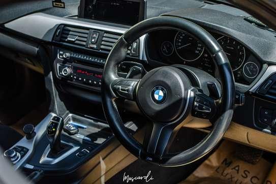 BMW 320i Sport image 6