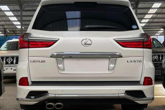 Lexus 570 image 1