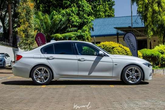 BMW 320i Sport image 4