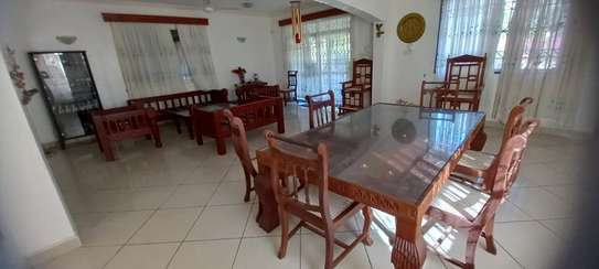 4br Furnished house with SQ for rent in Old Nyali. HR31 image 4