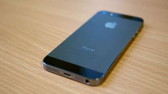 Apple iPhone 5s 32gb ON OFFER image 3