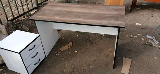4ft Office Desk with removable drawers image 2