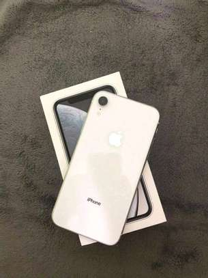 Apple Iphone xr  [ 256 Gigabytes ] With Charging Pad image 2