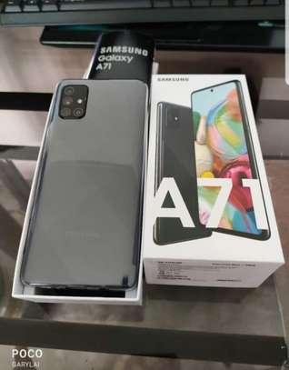 Samsung Galaxy A71 image 2
