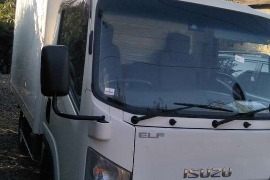 Isuzu ELF Truck image 3