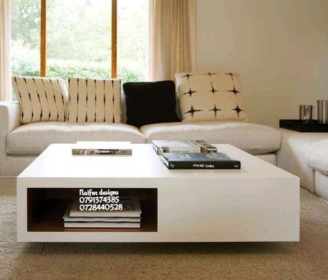 White rectangular coffee table image 1