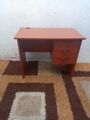 0.9m office desk image 2