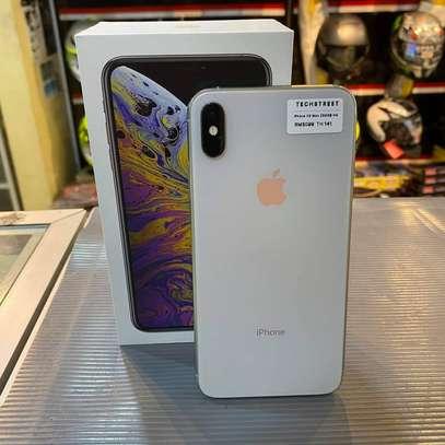 Iphone Xs image 4