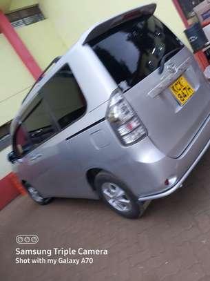 Toyota voxy  2012 image 1