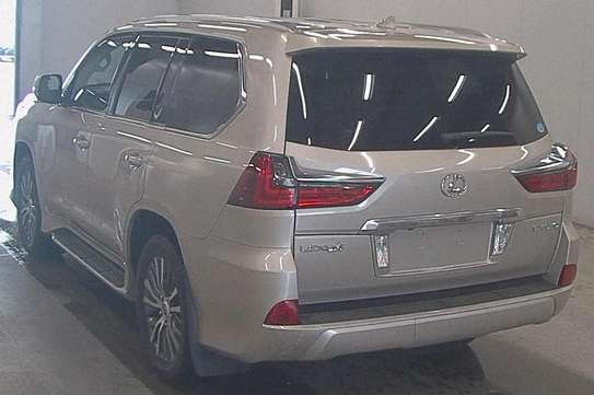 Lexus LX -570 2016 Fully loaded car image 2