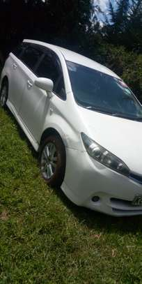 Toyota wish model 2010 image 2