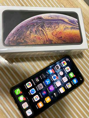 Apple Iphone xs max [ 512 Gigabytes ] With Charging Pad image 2