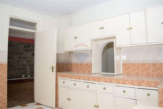 Stunningly Beautiful  3 Bedrooms Apartments In Brookside drive image 3