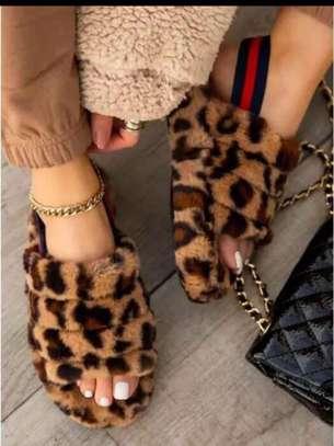 Ladies fluffy sandals image 3