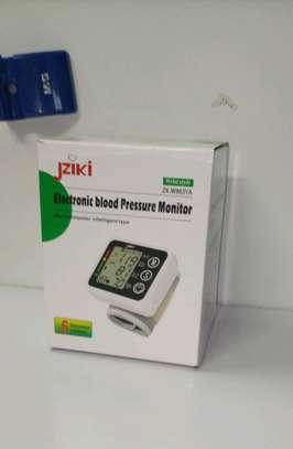 Voice intelligence Wrist blood pressure monitor image 1