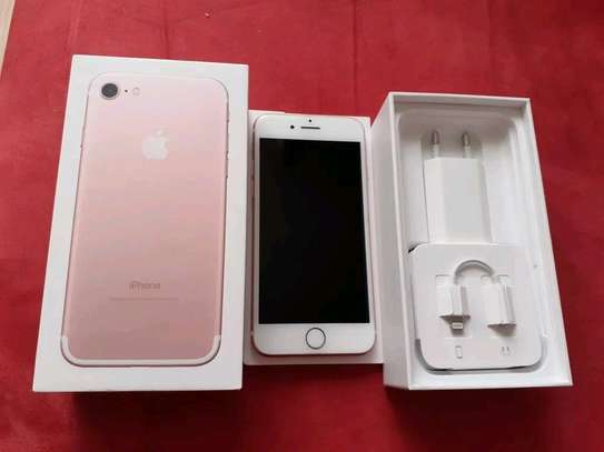 Apple Iphone 7 Gold 256 Gb & Iwatch Series 4 image 2