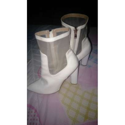White faux leather ankle block boot Size 5/6