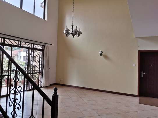 Excellent 4 bedroom duplex apartment all ensuite with dsq image 9