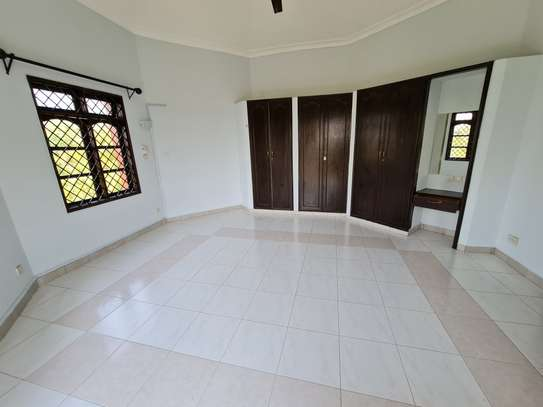 4 bedroom house for rent in Nyali Area image 11