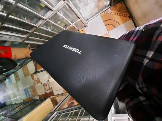 Toshiba c850 pentium image 2