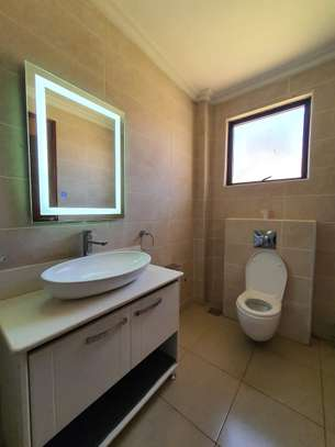 5 bedroom house for rent in Runda image 13