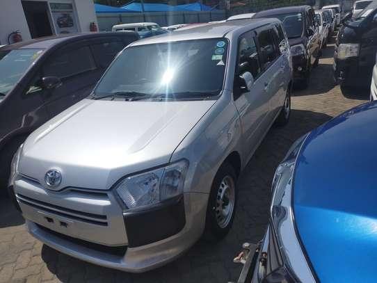 Toyota Succeed image 6