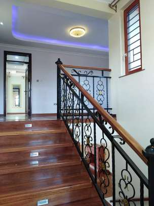 4 bedrooms mansion to let image 13