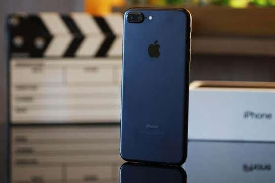 Apple iPhone 7 Plus (128GB) image 1