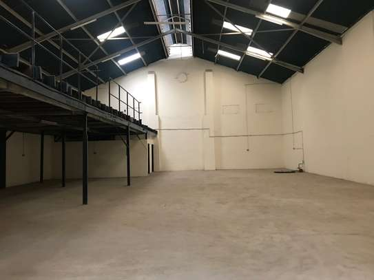 9000 ft² warehouse for rent in Industrial Area image 1