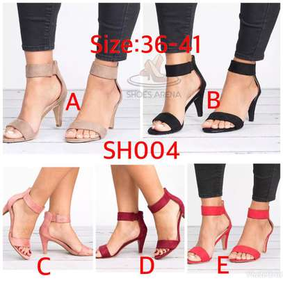 Low heel shoes image 1
