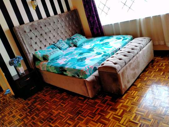 6x6 tufted bed with a storage box image 1