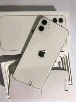 Apple IPhone 11 Gold 256 Gigabytes And Airpods image 1