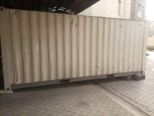 Empty 20ft container image 2