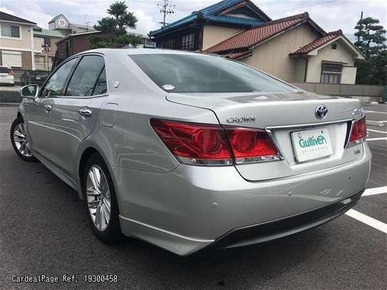 Toyota Crown image 2