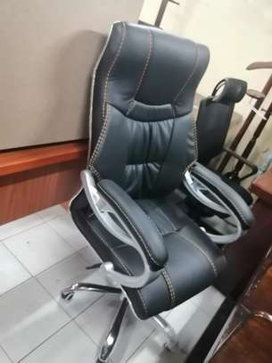 Executive high back office chair image 4