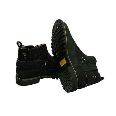 Black cacatua boot. image 1